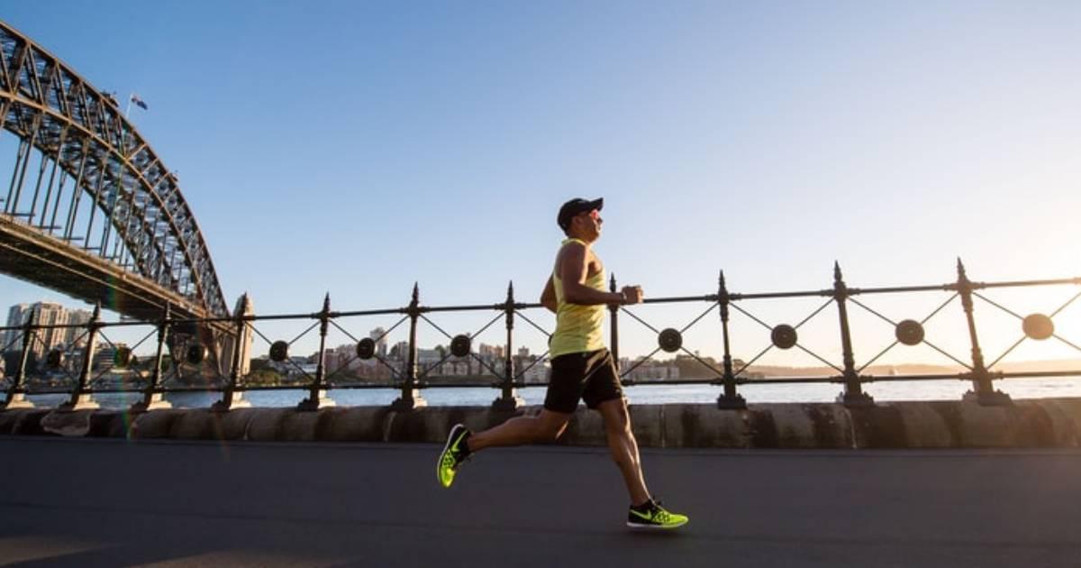 persona che corre velocemente